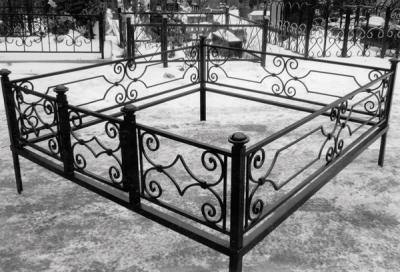 Кованые ритуальные ограды на могилу, кладбище Бородянка